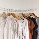 Kľúčové kúsky šatníka – čo by vám v skrini nemalo chýbať?
